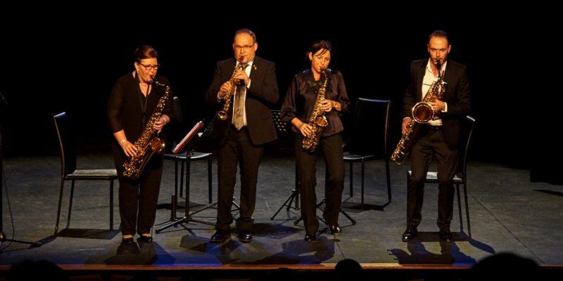 De staat van dienst van The Circling Saxes is indrukwekkend. Al meer dan dertig jaar staat dit saxofoonkwartet garant voor onvergetelijke concertervaringen. Steeds opnieuw slagen ze erin om hun publiek in vervoering te brengen met een goed gevarieerd programma dat de veelzijdigheid van de saxofoon tot zijn recht laat komen.